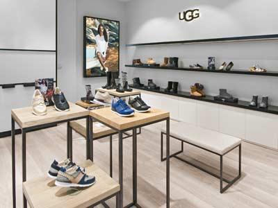 Ugg Shop mit Dekoposter und Schuhpräsentation